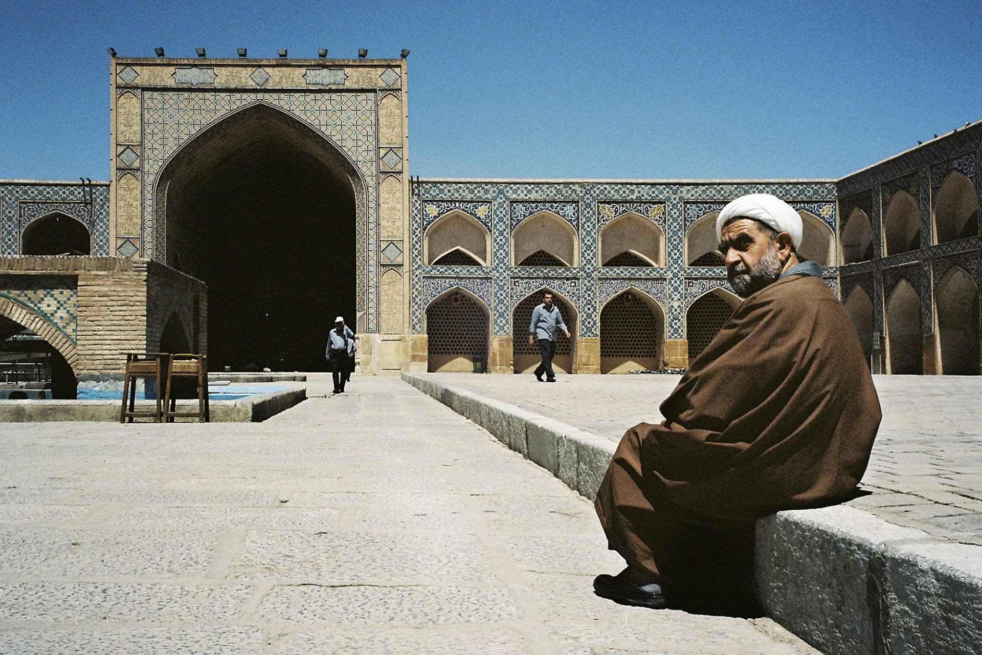 Clerc shiite à la mosquée du vendredi