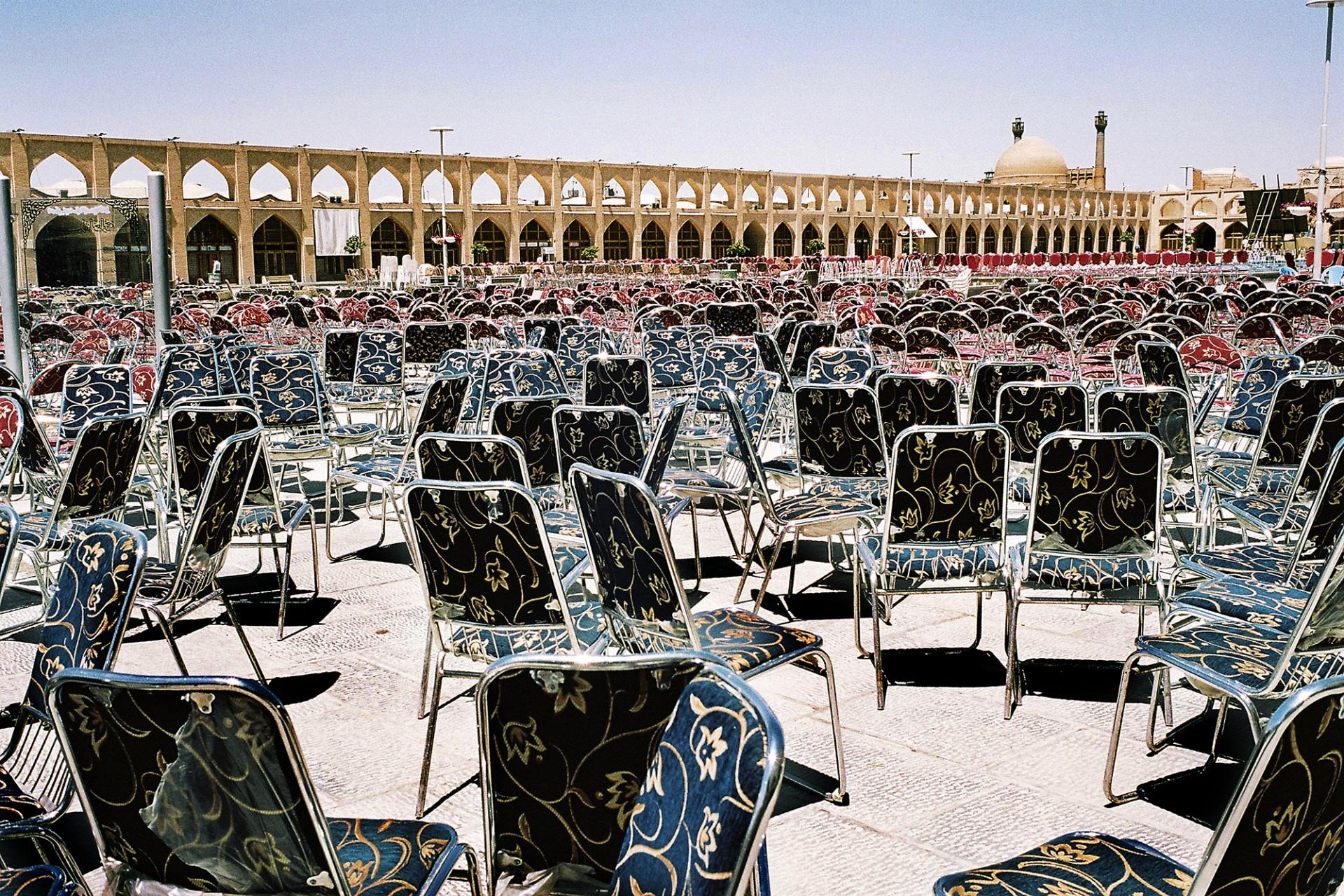 Chaises place de l'Imâm Alî