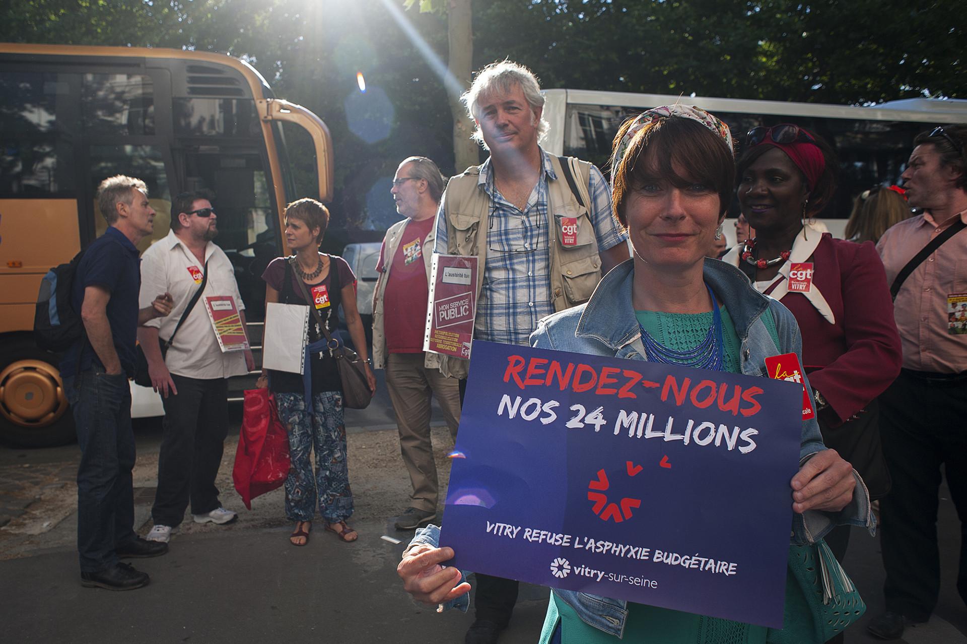 Manifestation devant Matignon